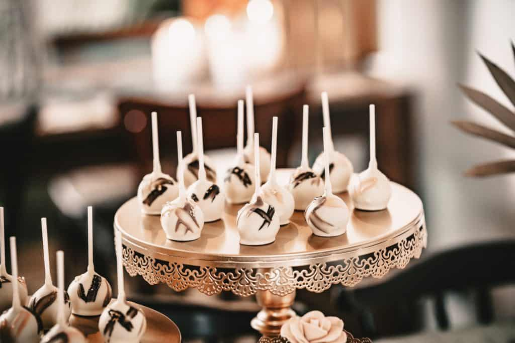 Cake Pops zweifarbig bemalt mit Blattgold